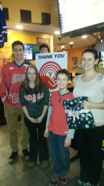 On December 10th, Buffalo Wild Wings and the Oshawa Generals partnered for a celebrity server event raising funds to support the work of the United Way Durham Region. Thank you Oshawa Generals: Sam Harding, Stephen Desrocher, Mitchell Vande Sompel, Cliff Pu and Kenny Huether for being our celebrity servers and to all the staff at Buffalo Wild Wings for all of your hard work.